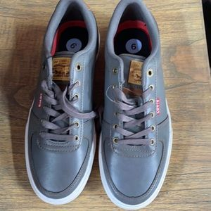 Size 9 Levi's Sneakers Shoes Gray